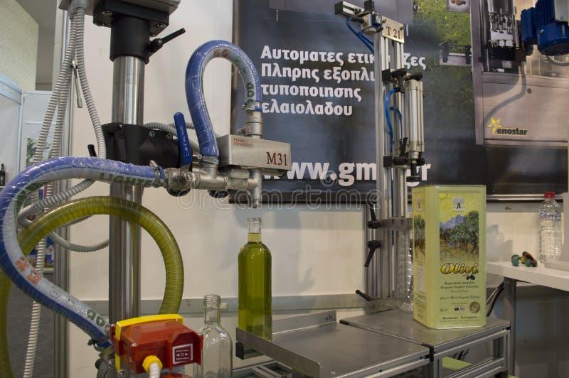 Máquina de la producción de aceite de oliva imágenes de archivo libres de regalías