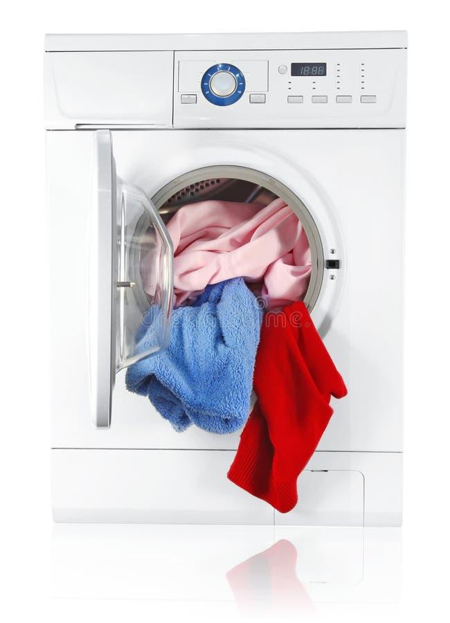 Máquina de lavar com linho imagens de stock
