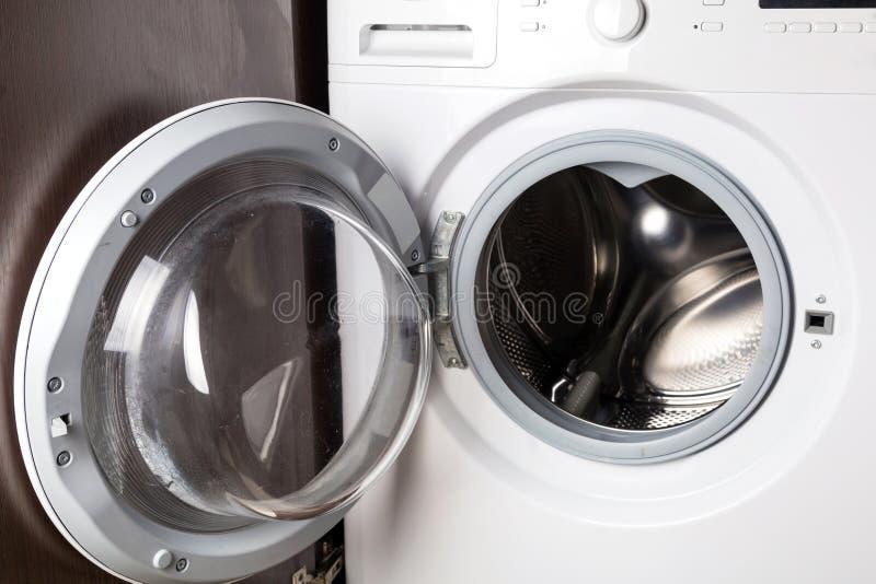 Máquina de lavar vazia imagens de stock royalty free