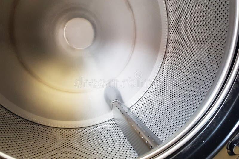 Máquina de lavar vazia do tanque para dentro fotos de stock royalty free