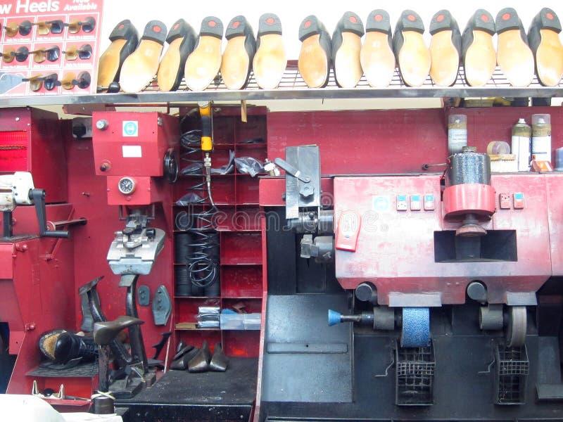 Máquina de los reparadores de zapato. imagen de archivo libre de regalías