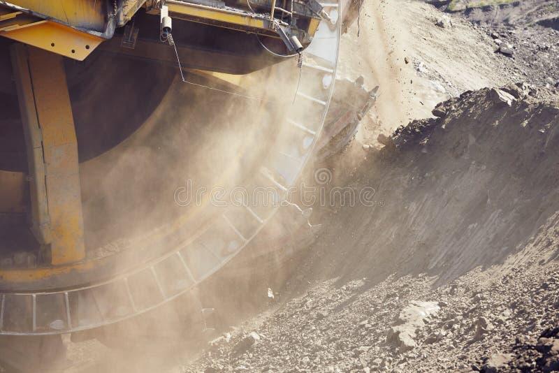 Máquina de mineração enorme fotografia de stock