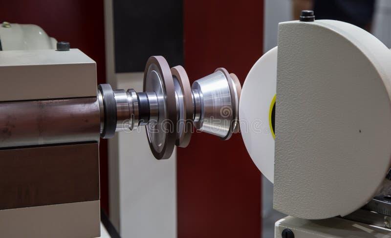 Máquina de moedura do CNC fotografia de stock