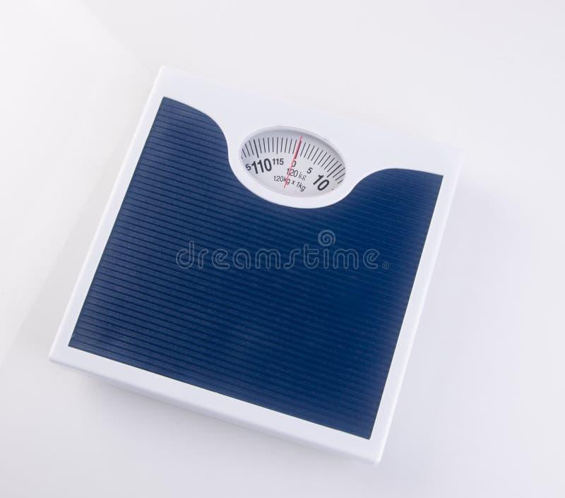 máquina de peso ou máquina de peso retro do estilo no fundo fotos de stock