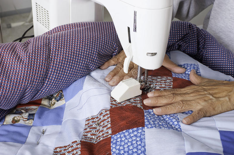 Máquina de Quilter que acolcha el edredón patriótico fotografía de archivo libre de regalías