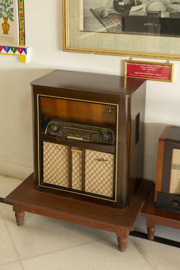 Máquina de rádio antiga no palácio da cidade, Udaipur, Rajasthan, Índia imagem de stock
