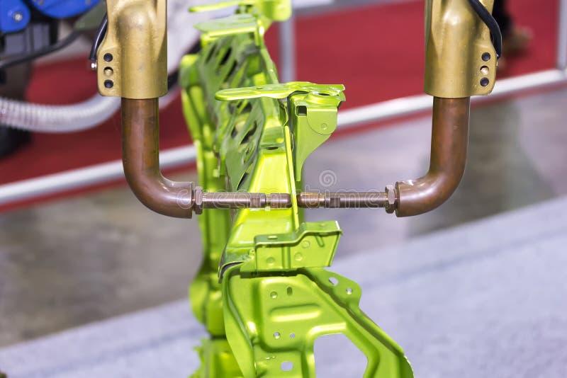 Máquina de soldadura automática do ponto da resistência com o produto para o trabalho industrial automotivo imagens de stock royalty free
