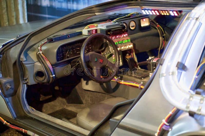 Máquina de tiempo de Delorean de nuevo al asiento de conductores futuro fotos de archivo libres de regalías