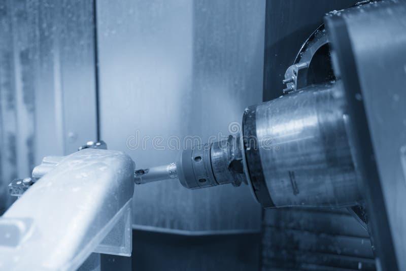 A máquina de trituração do CNC de cinco linhas centrais imagens de stock