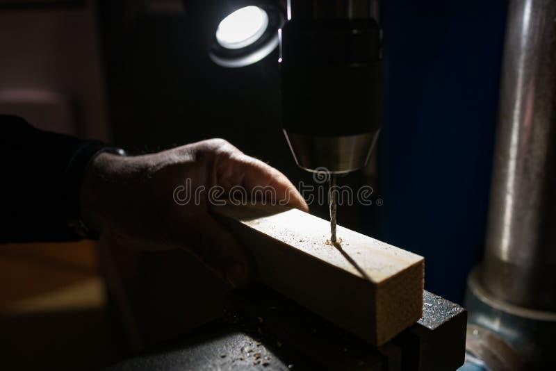 Máquina de trituração industrial no trabalho imagens de stock royalty free