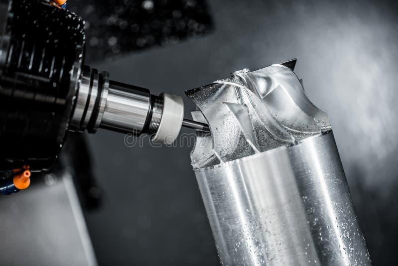Máquina de trituração metalúrgica do CNC fotografia de stock