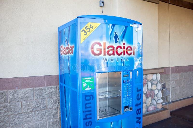 Máquina de venda automática da água da geleira fotos de stock