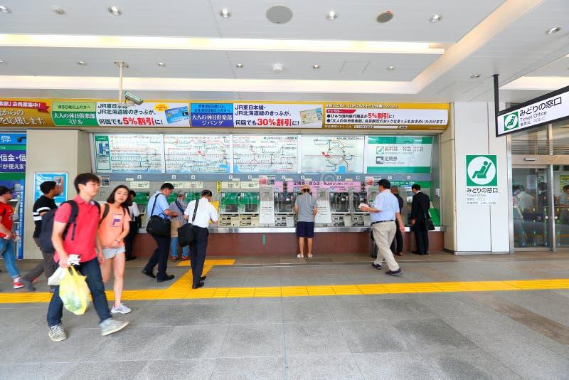 Máquina de venda automática do bilhete de trem do JÚNIOR na estação de Shinjuku fotos de stock royalty free