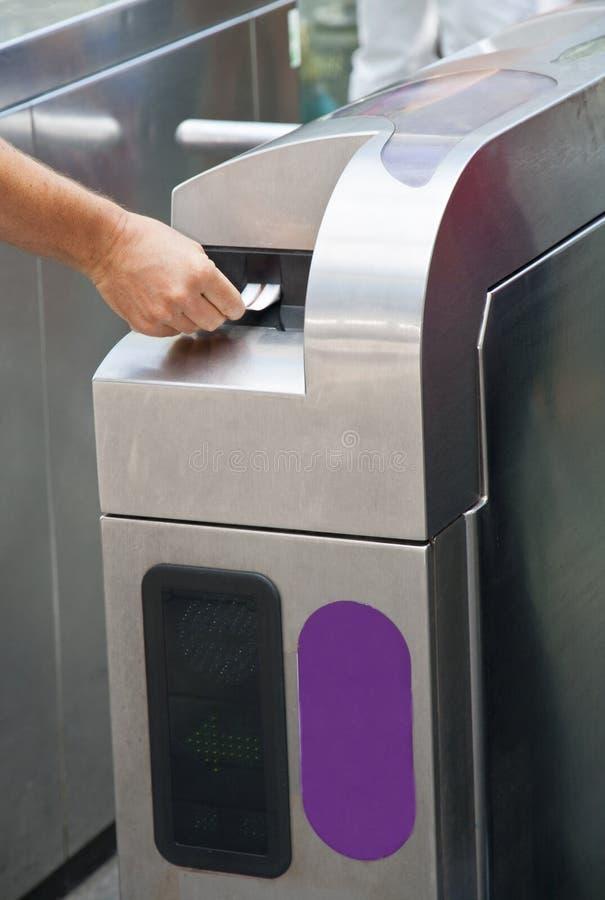 Máquina del boleto en la estación de metro imagenes de archivo