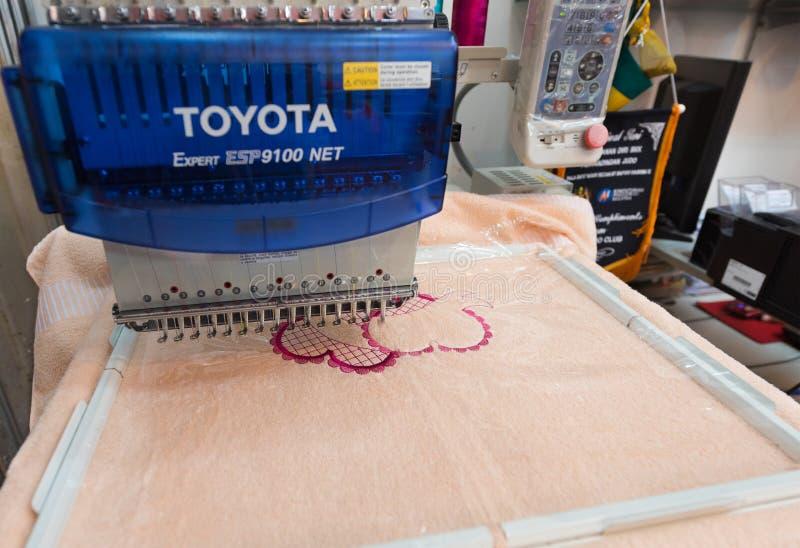 Máquina del bordado de Toyota imagen de archivo
