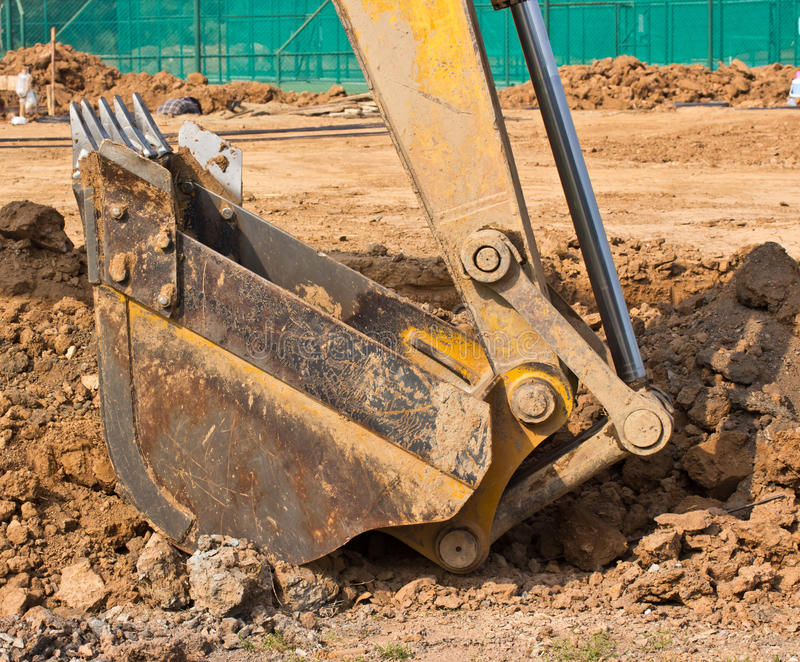 Máquina del cargador de excavador durante los trabajos al aire libre fotografía de archivo libre de regalías