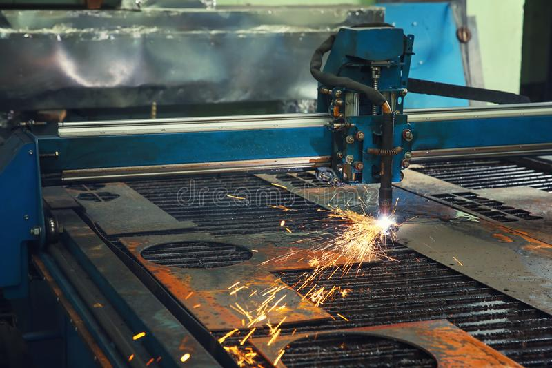 Máquina del CNC para la metalurgia imagen de archivo