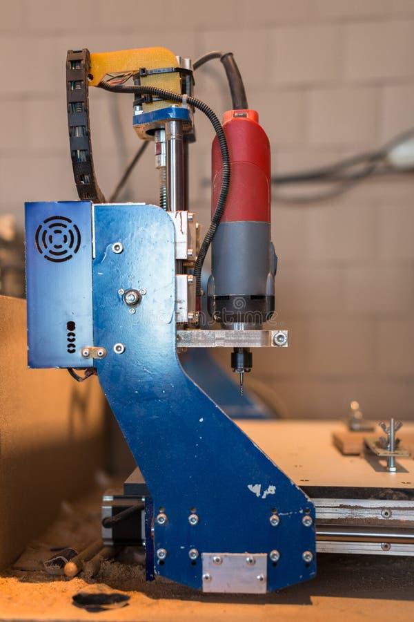 Máquina del CNC, tienda de la carpintería, el concepto de una afición, fotografía de archivo libre de regalías