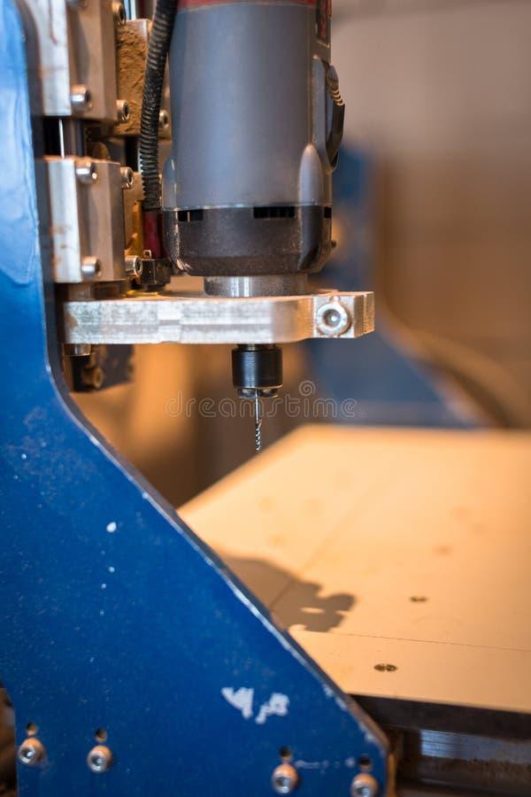 Máquina del CNC, tienda de la carpintería, el concepto de una afición, fotografía de archivo