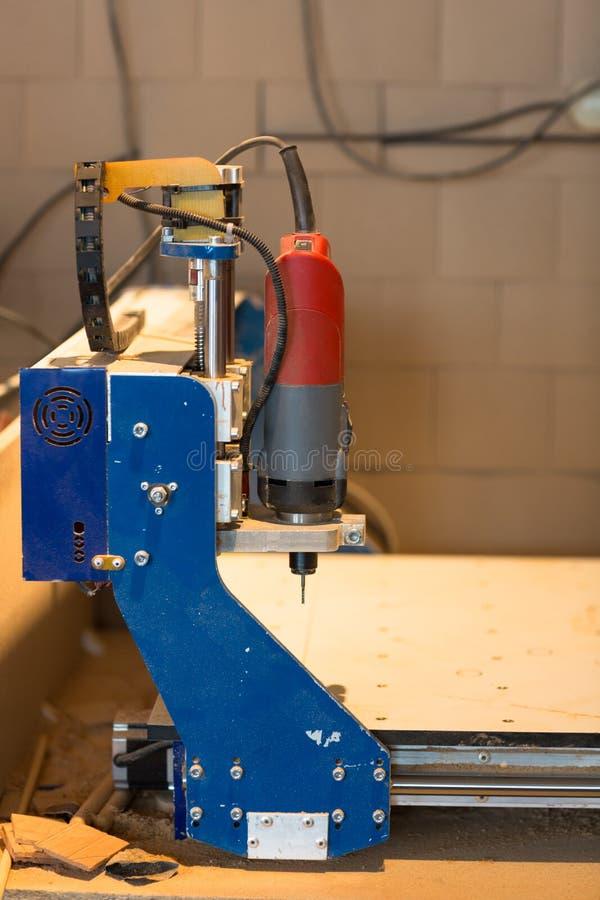 Máquina del CNC, tienda de la carpintería, el concepto de una afición, foto de archivo libre de regalías