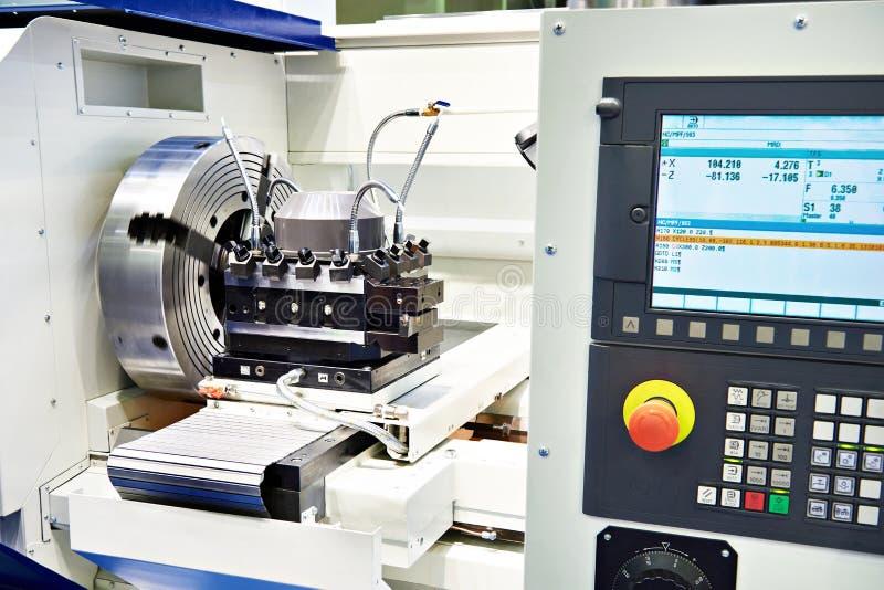 Máquina del torno del CNC foto de archivo
