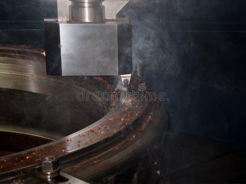 Máquina del torno del metal del CNC fotos de archivo libres de regalías