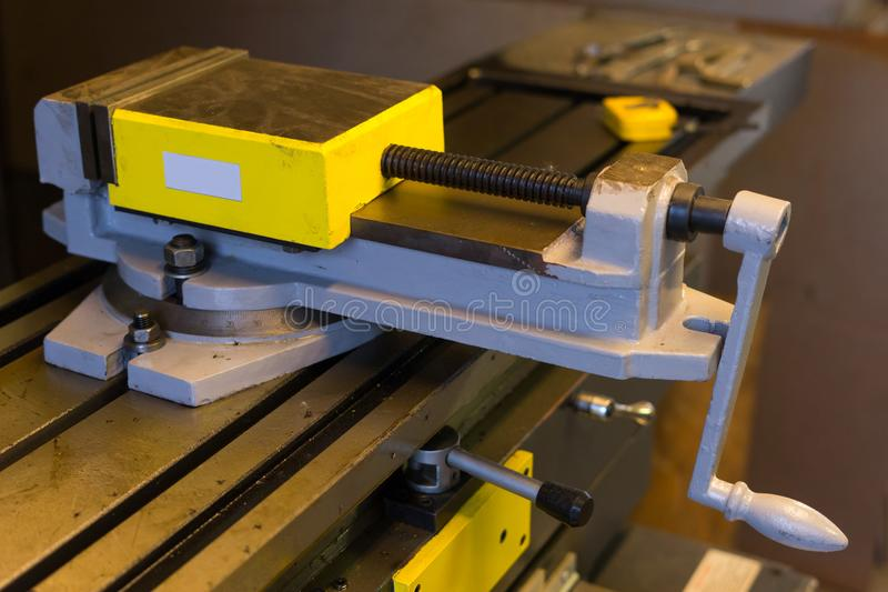 Máquina del torno en fábrica fotografía de archivo