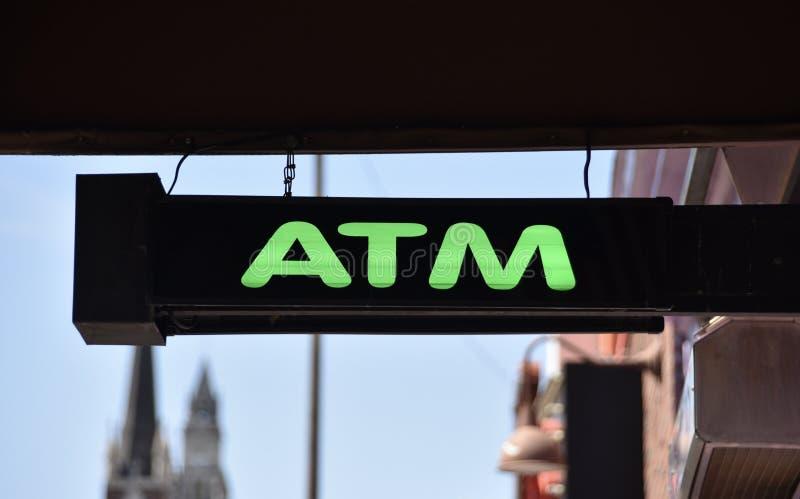 Máquina do ATM em um banco fotos de stock
