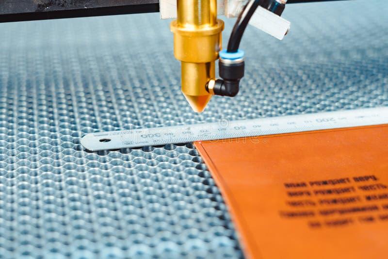 Máquina do CNC do laser foto de stock
