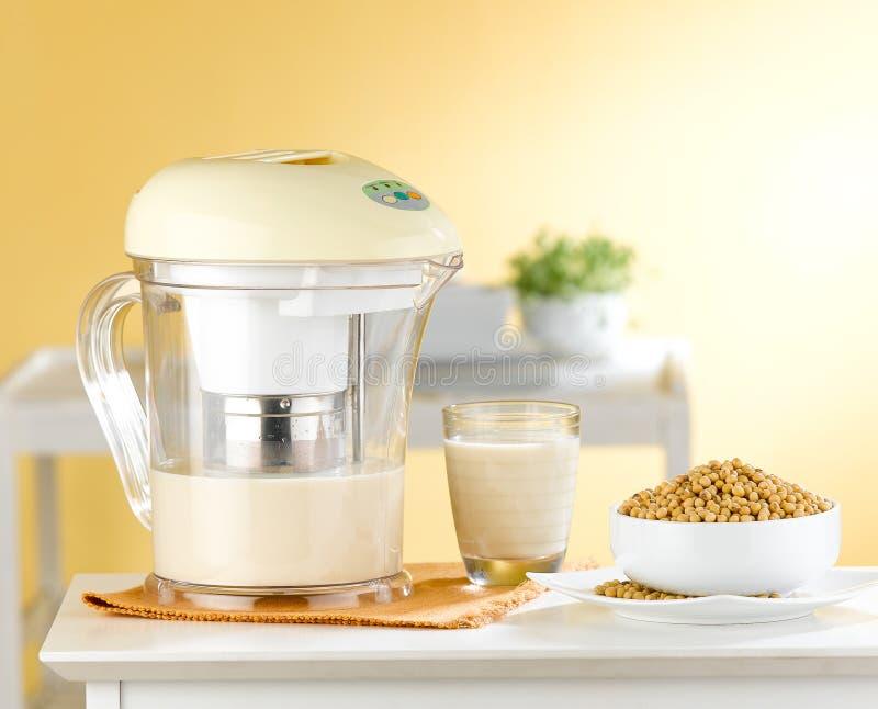 Máquina do fabricante do leite do feijão de soja imagens de stock