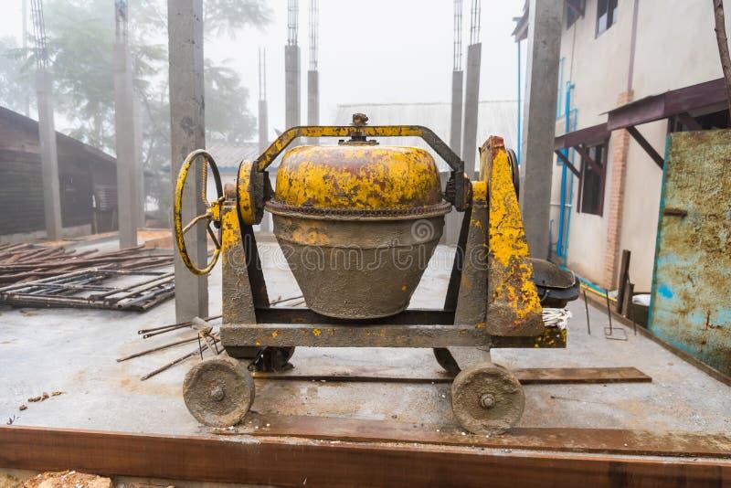 Máquina do moinho do cimento para o trabalho da construção fotos de stock