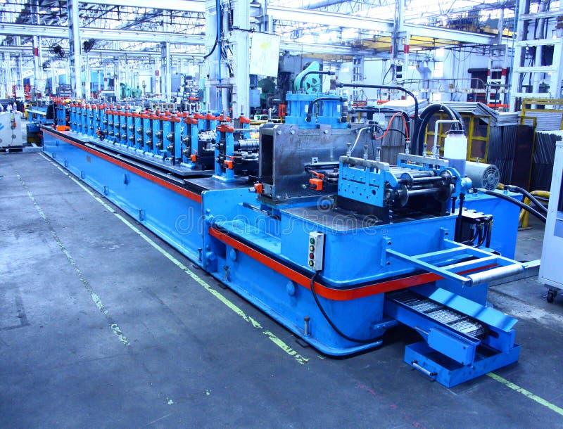 Máquina do Rollforming para a fabricação comercial imagens de stock royalty free
