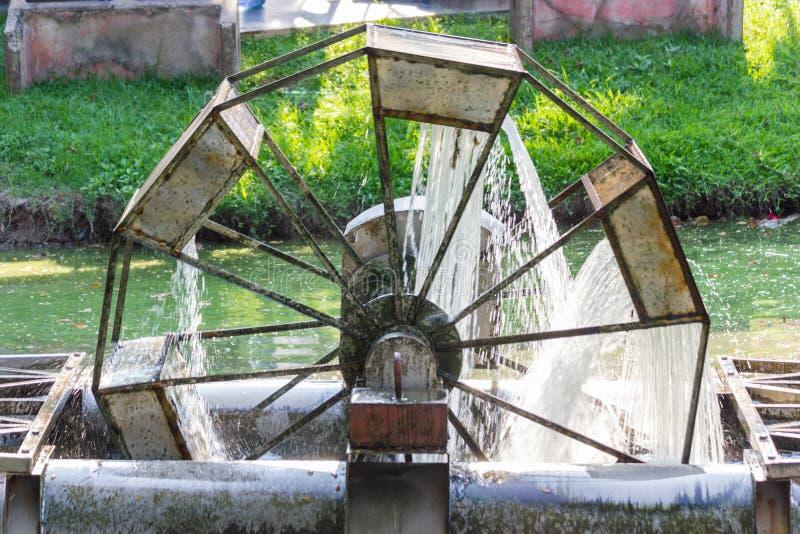 Máquina do tratamento de águas residuais no parque público fotos de stock royalty free