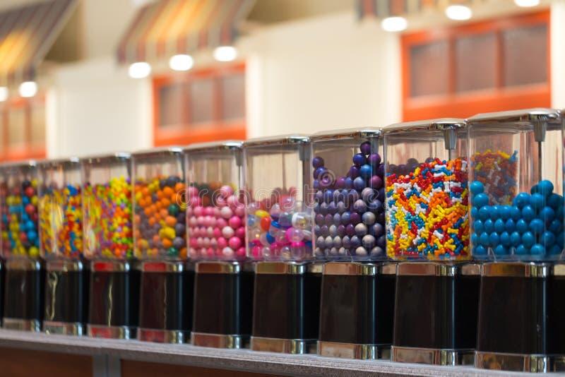 Máquina dos doces no shopping fotos de stock