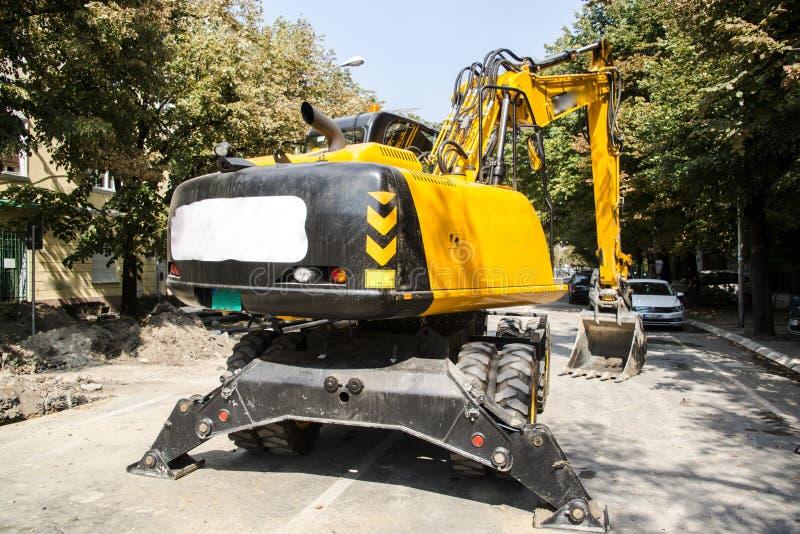Máquina escavadora, hidráulica, pneus, parafusos fotografia de stock royalty free