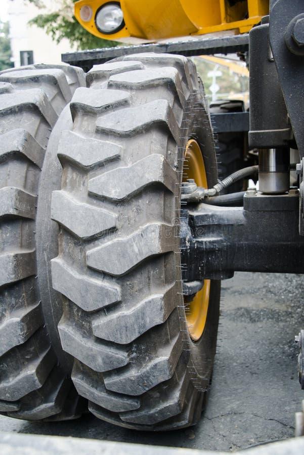Máquina escavadora, hidráulica, pneus, parafusos imagens de stock