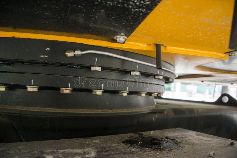 Máquina escavadora, hidráulica, pneus, parafusos fotos de stock