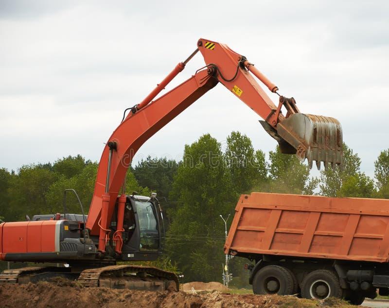 Máquina escavadora Loading Dumper Truck imagens de stock royalty free