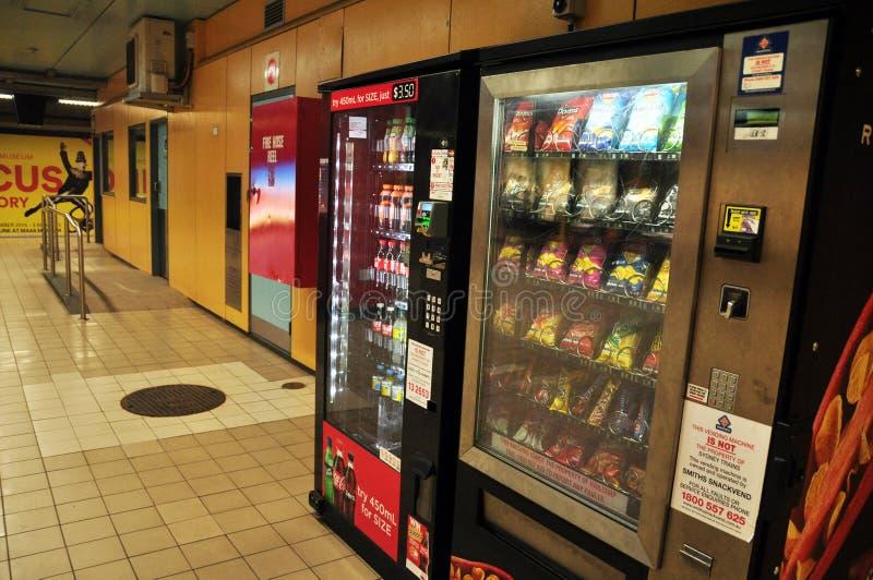 Máquina expendedora en metro en Sydney en Nuevo Gales del Sur, Australia imagen de archivo