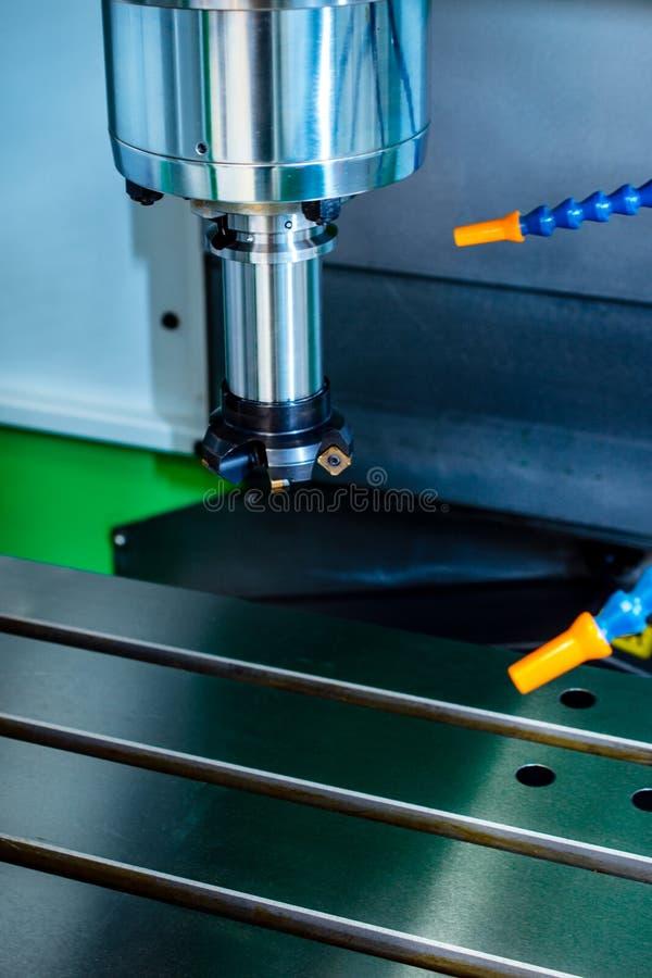 Máquina herramienta CNC moderna, primer de la fresa de cara imágenes de archivo libres de regalías