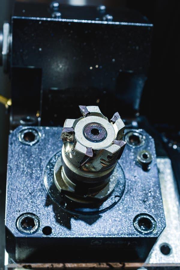 Máquina herramienta CNC moderna, primer de la fresa de cara fotos de archivo libres de regalías