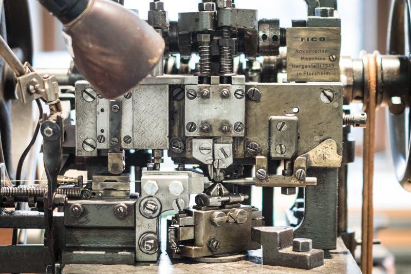 Máquina histórica de la fabricación - handicraf mecánico industrial fotos de archivo