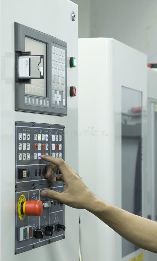 Máquina humana del CNC del panel del monitor de control del uso fotografía de archivo