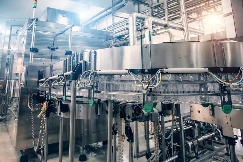 Máquina industrial no interior da planta ou da fábrica da bebida, equipamento da indústria fotografia de stock royalty free