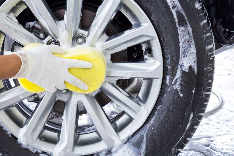 Máquina limpa de Washington do carro, lavagem de carro com esponja e mangueira fotos de stock royalty free