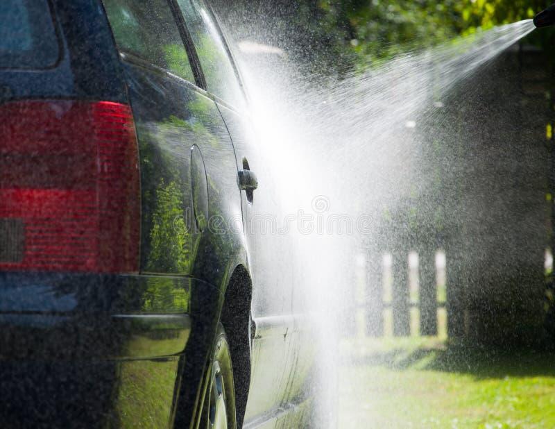 Máquina limpa de Washington do carro, lavagem de carro com esponja e mangueira imagem de stock