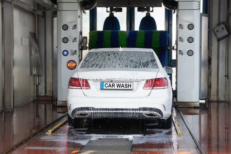 Máquina limpia de Washington del coche, colada de coche con la esponja y manguito foto de archivo libre de regalías