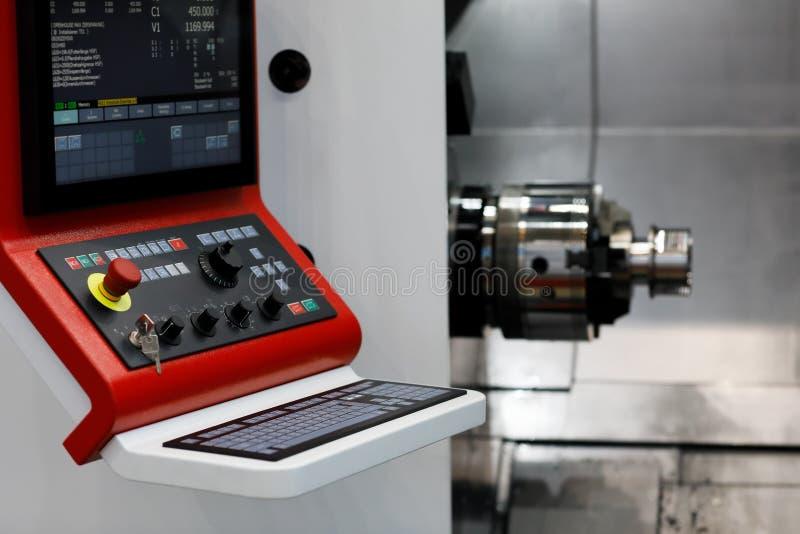 Máquina moderna do torno do CNC imagem de stock royalty free