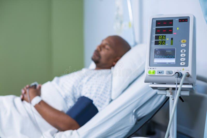 Máquina paciente da monitoração na divisão fotografia de stock royalty free