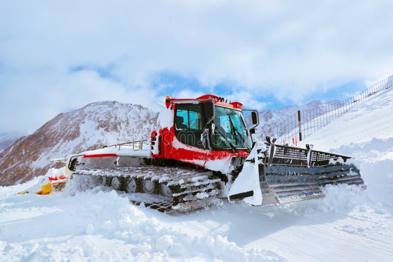 Máquina para las preparaciones de esquí de la cuesta en Kaprun Austria fotos de archivo libres de regalías